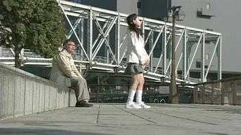 璃子ちゃんのミニスカ